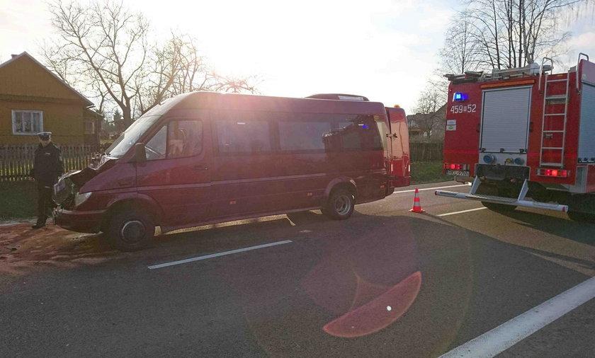W wypadku busa ucierpiał troje dzieci i opiekun