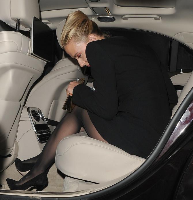 Skarlet u automobilu