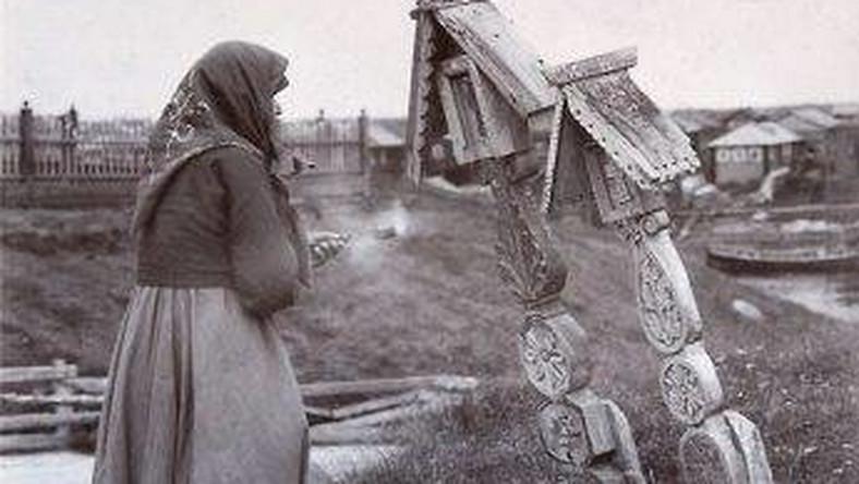 W 1978 r. w rosyjskiej tajdze odnaleziono rodzinę, która od ponad 40 lat żyła z dala od cywilizacji – w warunkach podobnych do tych, w jakich mieszkały ludy pierwotne. Dzisiaj przy życiu pozostaje ostatni członek rodu – 80-letnia Agafia, która nie chciała wrócić do cywilizacji.
