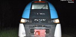 Pociąg z pasażerami najechałna betonowe bloki. O włos od tragedii