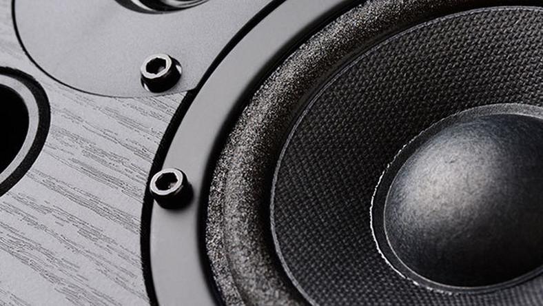 Podłączyć subwoofery do podstawowego radia