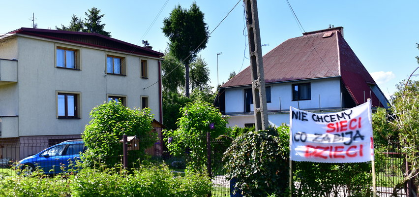 Mieszkańcy Olszanicy protestują: Nie pozwolimy na maszt telekomunikacyjny obok naszych domów! Promieniowanie nas zabije