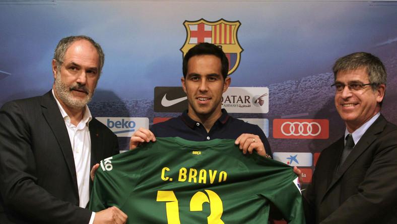 Od 2006 roku Chilijczyk broni barw Realu Sociedad, wcześniej grał w Colo-Colo Santiago.