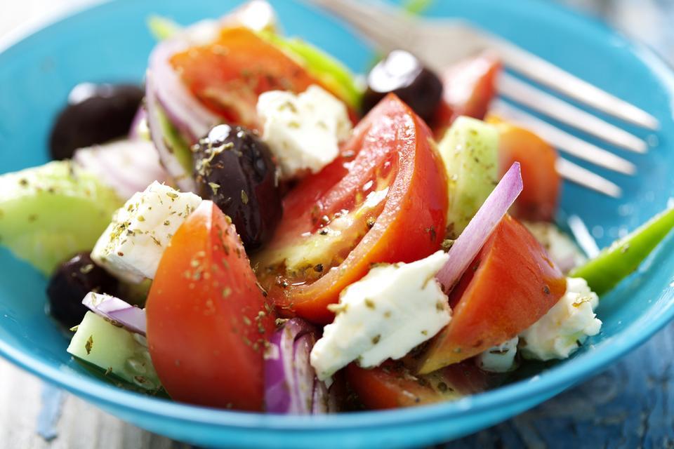 Sałatka grecka, składniki na dwie porcje