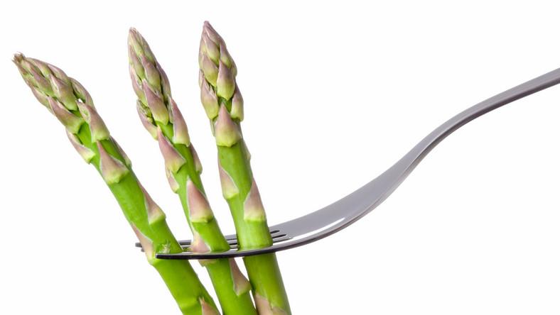Lista zalet szparagów jest długa. Oprócz tego, że są zdrowe, apetyczne i łatwe w przygotowaniu, to uznaje się je również za afrodyzjaki...