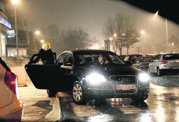"""Obožavaoci limuzina: """"Blic"""" je prethodne sedmice pisao o navikama Dijane Vukomanović i Jelene Trivan, pa je reagovao premijer"""