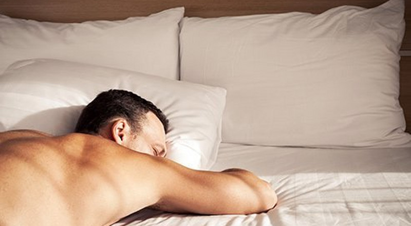 5 reasons why sleeping naked is great for your health