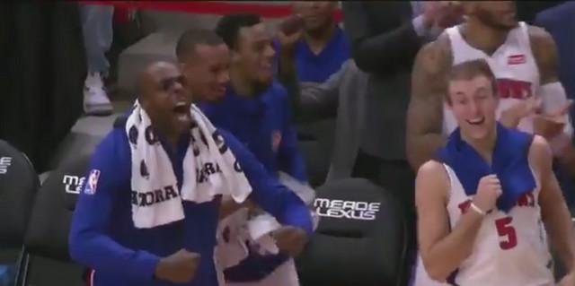 Euforija na klupi Pistonsa posle pogodka Bobana Marjanovića