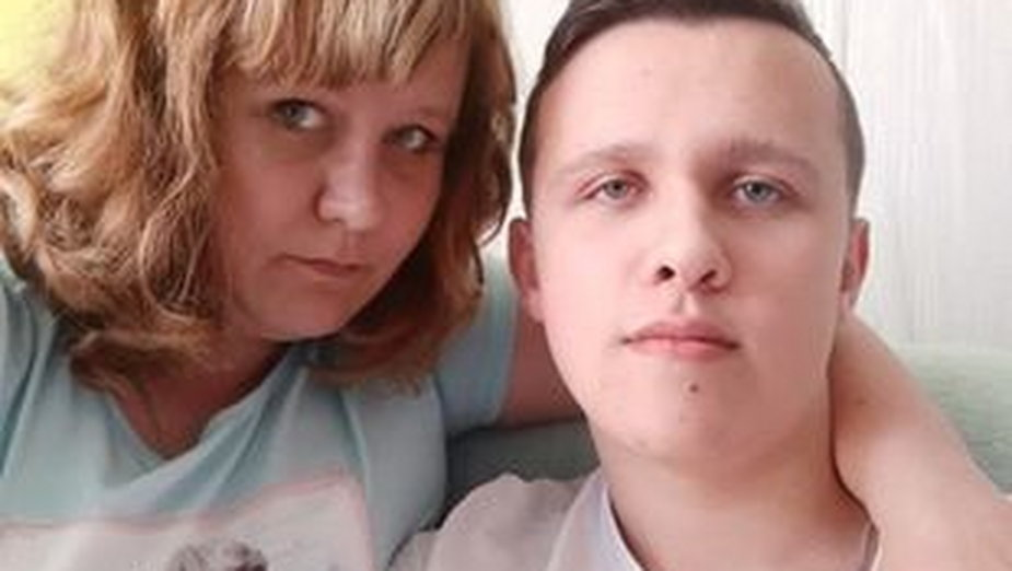 Oskar Dziubka z mamą