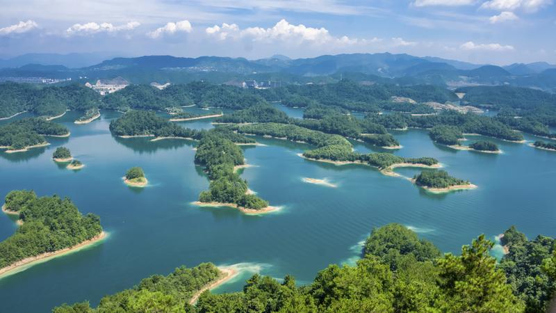Wspy na jeziorze Qiandao w prowincji Zhejiang, Chiny