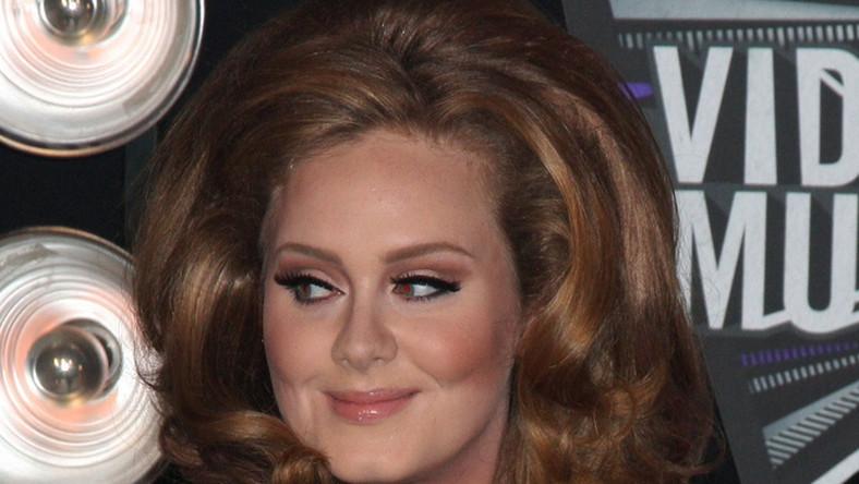 Adele znów rządzi na Wyspach