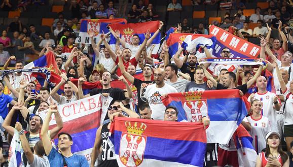 Naši navijači na meču Srbija - Argentina