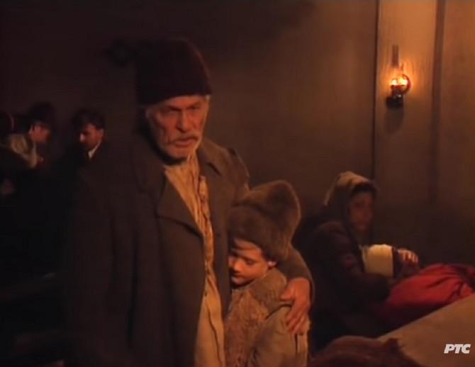 """Scena iz serije """"Sve će to narod pozlatiti"""" i naš poznati glumac kao dečak u njoj"""
