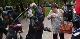 Tak bije rosyjska policja. Wideo