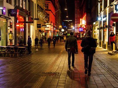 Władze Kopenhagi chcą, by betonowe bariery przy deptakach zostały przerobione na ławki
