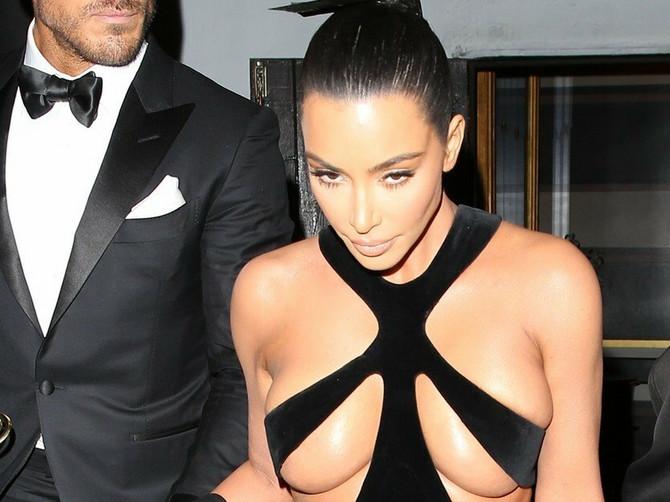 Isplivala NAJMRAČNIJA TAJNA Kim Kardašijan: Ova haljina otkrila vešto smišljenu prevaru koju nam GODINAMA PODVALJUJE