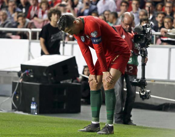 Kristijano Ronaldo shvata da neće moći da nastavi duel sa Srbijom