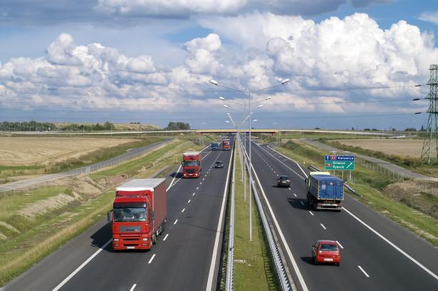 Dolnośląskie: Na A4 dodatkowe zakazy wyprzedzania dla ciężarówek