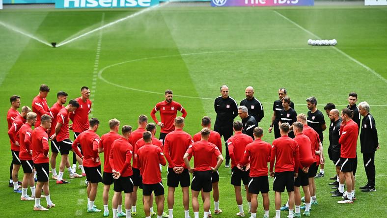 Piłkarskie mistrzostwa Europy - Euro 2020. Piłkarze reprezentacji Polski i sztab szkoleniowy podczas treningu kadry w Gdańsku