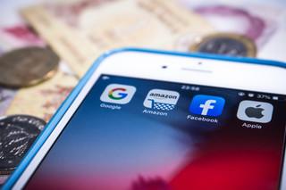 Naprawianie internetu: Giganci technologiczni nie mogą dłużej sami siebie nadzorować. Ale kto i jak narzuci im ograniczenia?