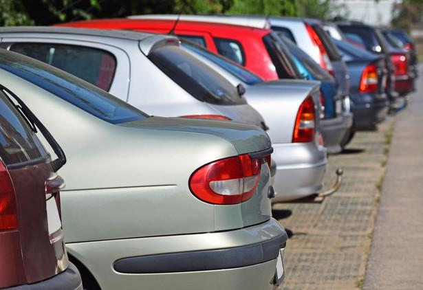 Pytanie zadał przedsiębiorca sprzedający samochody osobowe klientom z kraju i zagranicy