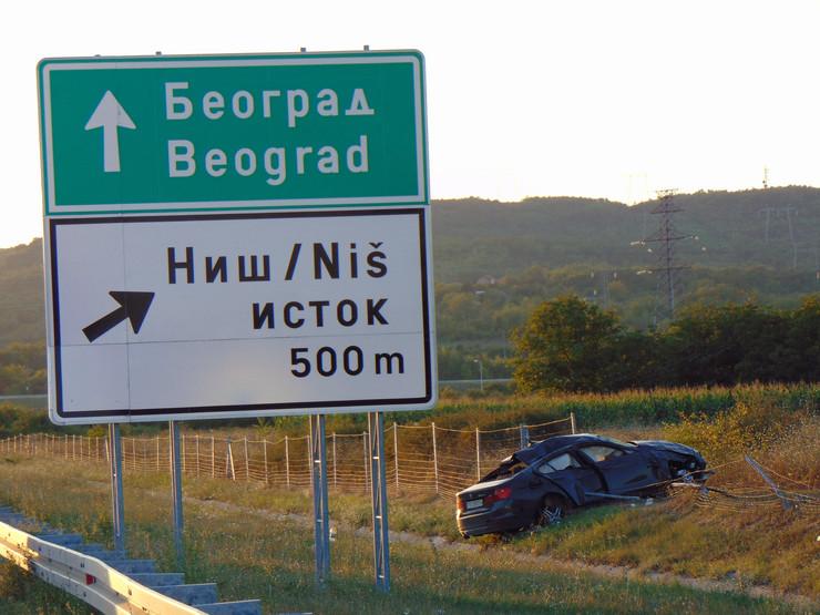 NIS02 BMW svajcarske registracije sleteo sa auto puta Pirot Nis kod iskljucenja za Matejevac foto Branko Janackovic