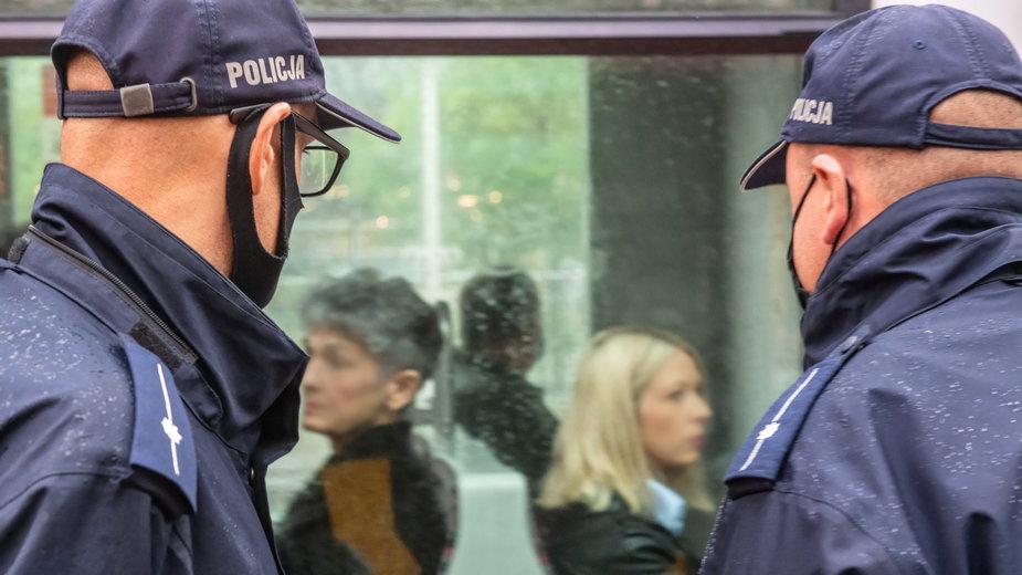 Kontrola noszenia maseczek w komunikacji miejskiej w Łodzi