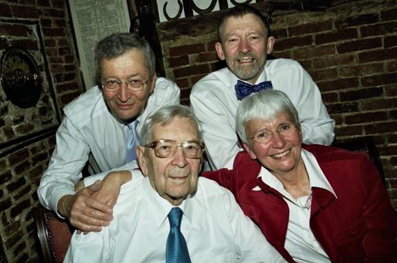 Bob Vejton sa svojom porodicom