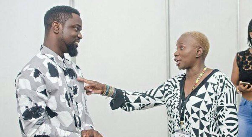 Angélique Kidjo having fun with Sarkodie