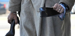 Małgorzata Potocka z butami w rękach