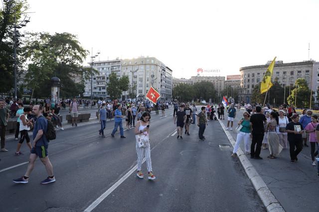 Okupljanje ispred Skupštine