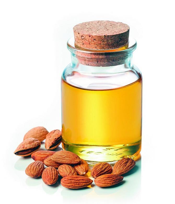 Od prirodnih ulja za negu kože nek vam bademovo bude izbor za područje oko očiju