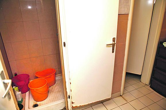 Jedno kupatilo dele i trudnice i teško bolesne žene