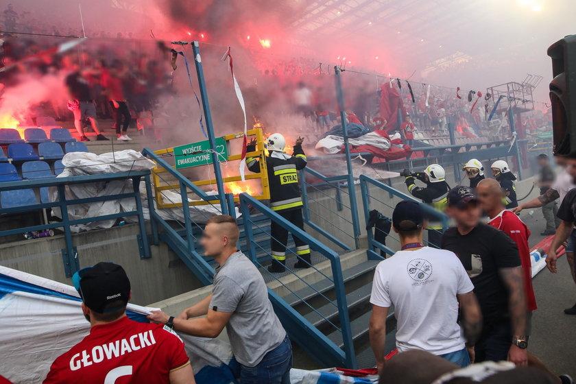 Co za głupota! Polscy chuligani podpalili własny stadion