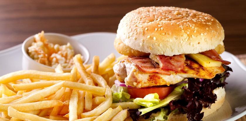 Nie możesz się oprzeć tłustemu jedzeniu? Rób to przez 2 minuty