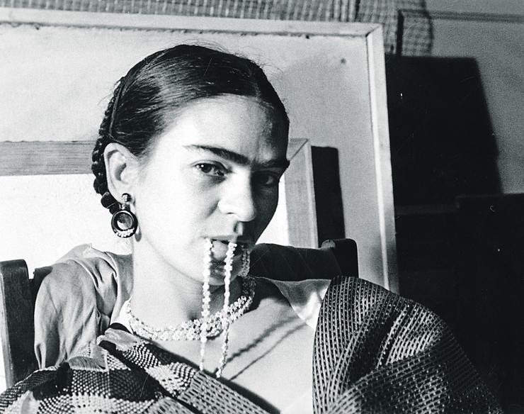 Frida sa ogrlicom u ustima, 1933.