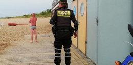 Turysta zasnął na plaży w Gdańsku. Pobudka była bardzo nieprzyjemna