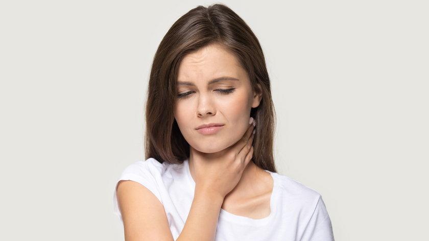 Znowu chrypka czy osłabiony głos? Podpowiadamy, czego nie można bagatelizować