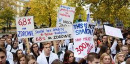 Strajkujący lekarze to zepsuci burżuje? Mocny atak na protestujących