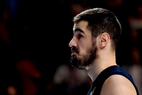 KAKVA PORODICA! I rođeni brat Nikole Kalinića je reprezentativac! Uroš ne igra košarku i NE BRANI BOJE SRBIJE! Znate da im je tata bio SVETSKI ŠAMPION, a mama i sestra - odbojkašice