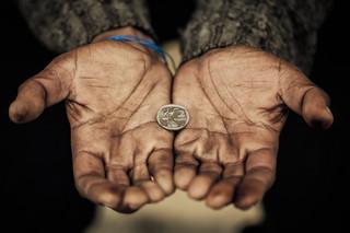 14 proc. Polaków korzysta, bądź korzystało ze wsparcia pomocy społecznej