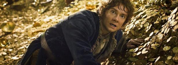 """""""The Hobbit: Pustkowie Smauga""""27 grudniaPeter Jackson wraca do Śródziemia w drugiej odsłonie przygód Bilbo Bagginsa. Zeszłoroczna """"Niezwykła podróż"""" podzieliła widzów i krytyków. Jak będzie tym razem? Pustkowie Smauga ma domknąć wątki z """"Hobbita"""" i przygotować widzów na finał trylogii, w którym poznamy wydarzenia prowadzące do tych znanych z """"Władcy Pierścieni""""."""