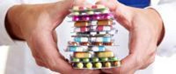 Przedsiębiorca reklamujący lek nie może sugerować, że produkt zaleca lekarz