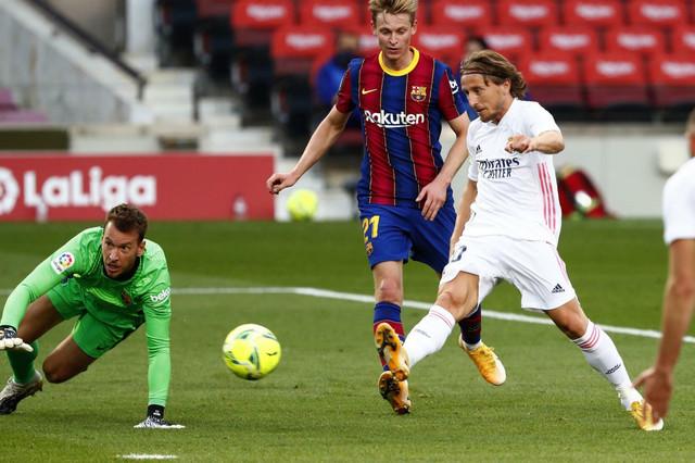 Luka Modrić postiže gol kojim rešava El klasiko: Barselona - Real Madrid 1:3