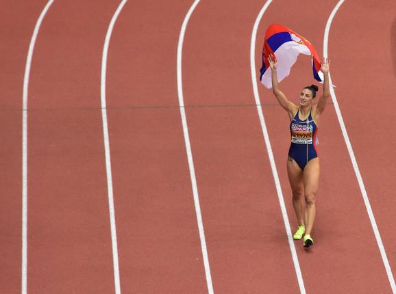 Ivana Španović slavi evropsku dvoransku titulu u Kombank areni