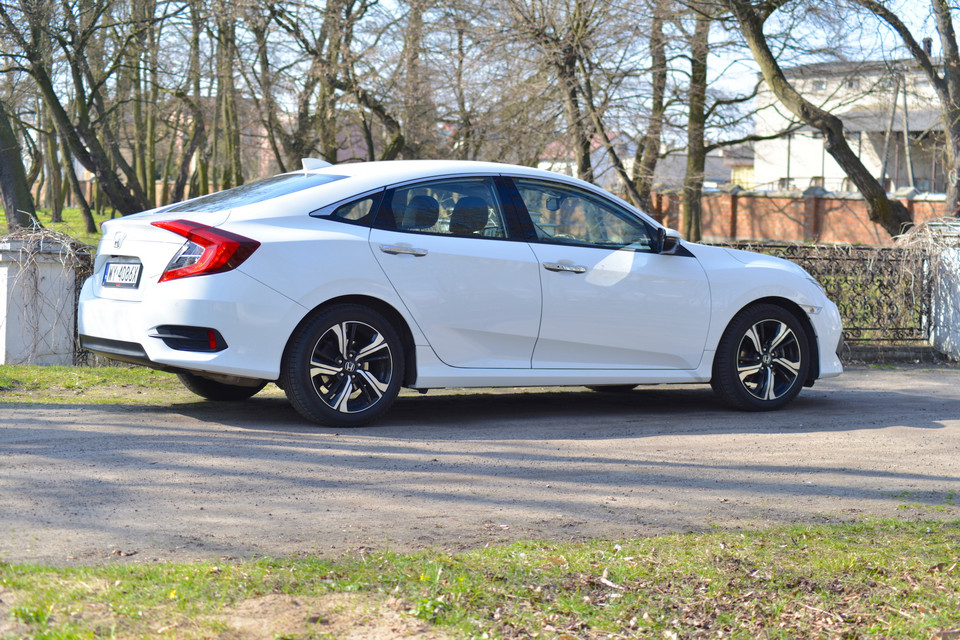 Honda Civic 1.5 VTEC Turbo MT Executive
