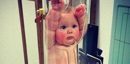 Zgniatają dziecko w rurze? To zdjęcie przeraziło internautów!