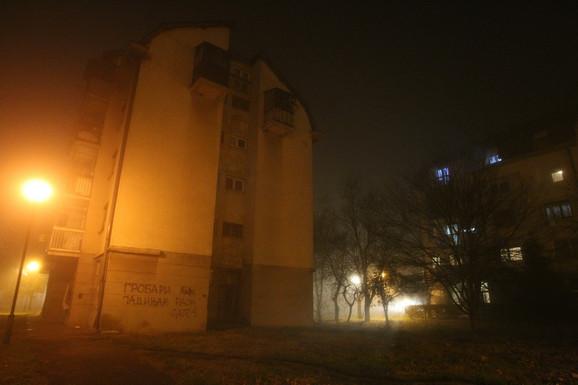 Pucnjava se dogodila na igralištu blizu, desno od stambene zgrade, ali niko od komšija nije čuo
