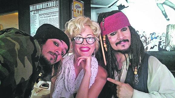 Sa kolegama koji glume Džonija Depa