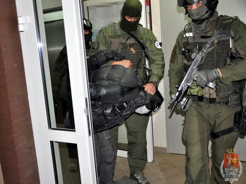 Funkcjonariusze zatrzymali 34-letniego Michała S.. Bandyta znów trafił do więzienia